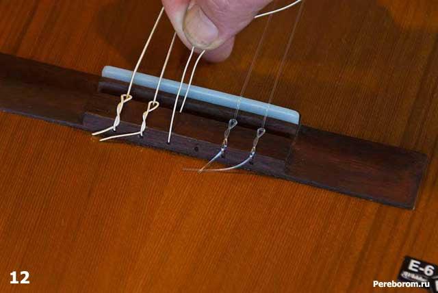 как поменять струны на классической гитаре 12