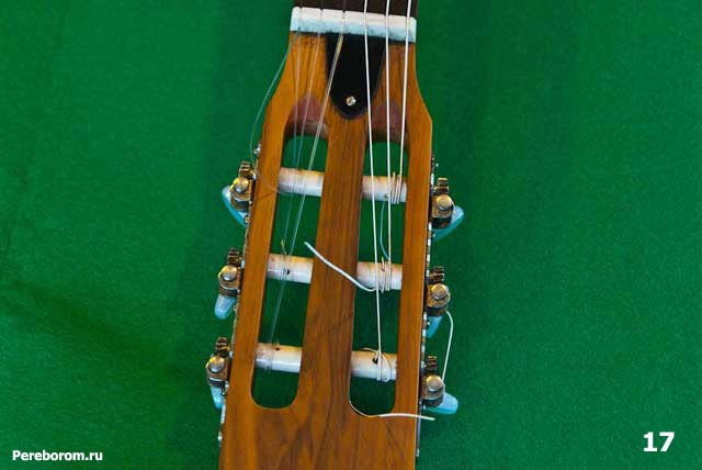 как поменять струны на классической гитаре 17