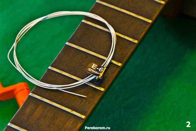 как поменять струны на классической гитаре 2