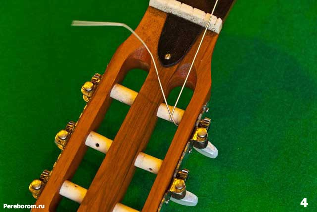 как поменять струны на классической гитаре 4