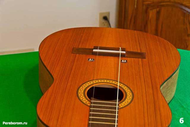 как поменять струны на классической гитаре 6