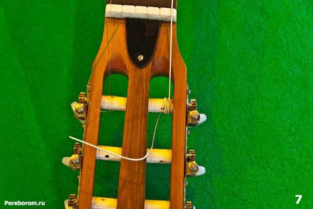 как поменять струны на классической гитаре 7