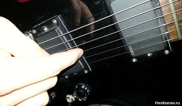 Искусственный флажолет на электрогитаре пальцевый