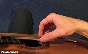 Как держать руки на гитаре