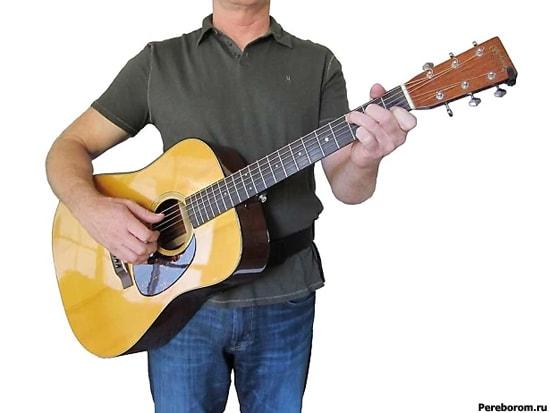 как правильно держать гитару 4