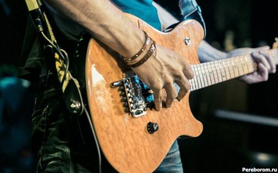 как правильно держать гитару 6