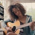 тяжело играть на гитаре
